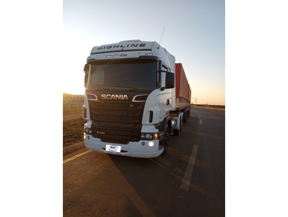 Caminhão Scania R 440 6X4