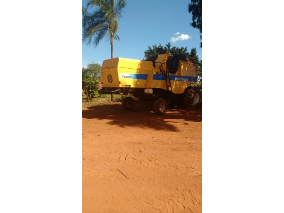 Colheitadeira New Holland Tc 5070 Ano 2011