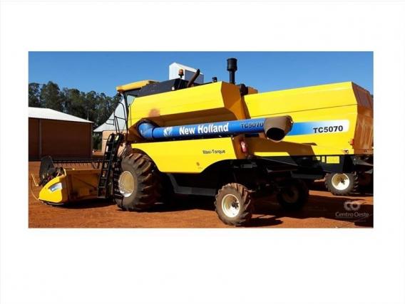 Colheitadeira New Holland Tc5070 2012