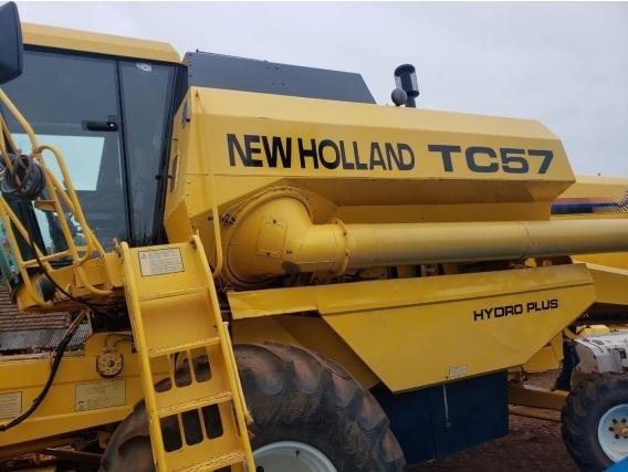 Colheitadeira New Holland Tc57