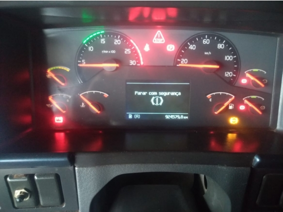 Caminhão Volvo Fh 520 2011 6X4