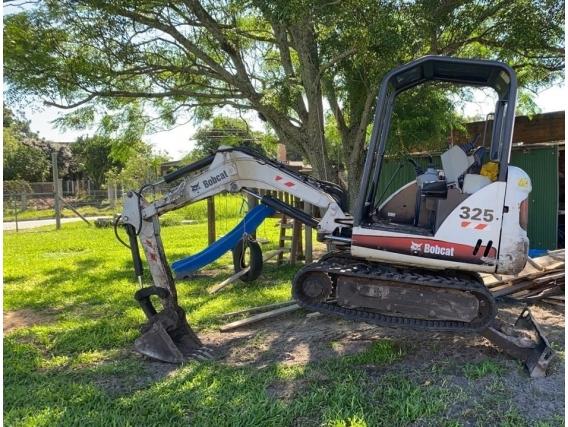 Mini-Escavadeira Bobcat 325