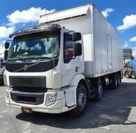 Caminhão Volvo VM 330 8X2. Ano 2016